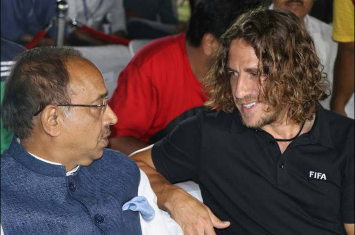 "Indian sports minister's comedy of errors leave Puyol and Delhi crowd ""amused""!"